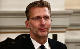 Απίστευτο «άλμα λογικής» από τον Σκέρτσο: Τα περιοριστικά μέτρα αποδίδουν