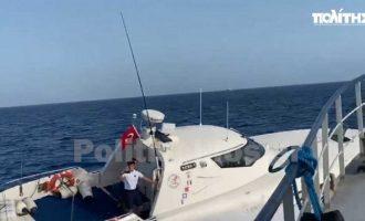 Τούρκοι παρενοχλούν Έλληνες ψαράδες στις Οινούσσες (βίντεο)