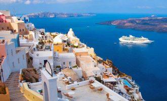 Μητσοτάκης από Σαντορίνη: Η Ελλάδα είναι έτοιμη να υποδεχθεί τους τουρίστες με ασφάλεια
