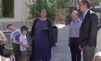Μικρός μαθητής «λιποθύμησε» μόλις είδε μπροστά του τον Μητσοτάκη (βίντεο)