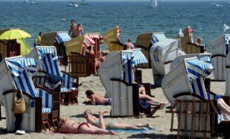 Κλιματική Αλλαγή: Βακτήρια απειλούν τις ζωές των λουόμενων στη Βαλτική Θάλασσα