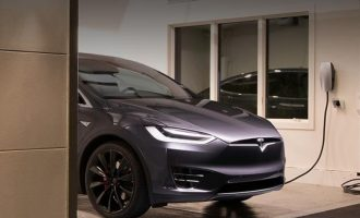 Υποχρεωτικοί οι φορτιστές ηλεκτρικών οχημάτων για νέες οικοδομικές άδειες για πολυκατοικίες