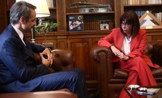 Μητσοτάκης σε Σακελλαροπούλου: Θα αντιμετωπίσουμε όλες τις προκλήσεις