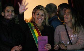 Με κορωνοϊό και η μεταβατική πρόεδρος της Βολιβίας Τζανίν Άνιες