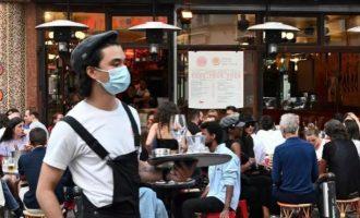 Covid-19 Γαλλία: Υποχρεωτική η χρήση μάσκας σε όλους τους κλειστούς χώρους