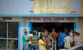 Ινδία: Έψαχναν αλκοόλ, ήπιαν απολυμαντικό για τα χέρια και πέθαναν
