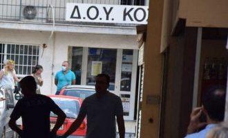 Σε κρίσιμη κατάσταση οι δυο από τους τρεις εφοριακούς που δέχτηκαν επίθεση με τσεκούρι στην Εφορία Κοζάνης
