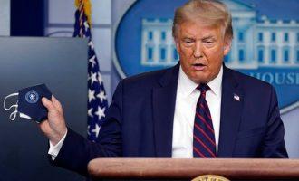 Ο κορωνοϊός θερίζει στις ΗΠΑ και γκρεμίζει τον Τραμπ που ψάχνεται να αλλάξει γραμμή