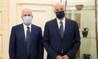 Ο Νίκος Δένδιας συναντήθηκε με τον πρεσβευτή του Ισραήλ Γιόσι Αμράνι