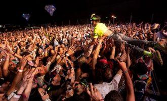 Προειδοποίηση ΠΟΥ σε νέους: Έχετε ευθύνη – Πρέπει πραγματικά να πάτε σε πάρτι;