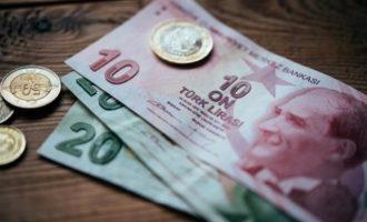 Commerzbank: Η πολιτική Ερντογάν «στραγγαλίζει» την τουρκική λίρα