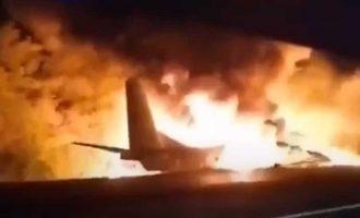 Συνετρίβη αεροπλάνο στην Ουκρανία – 18 νεκροί (βίντεο)