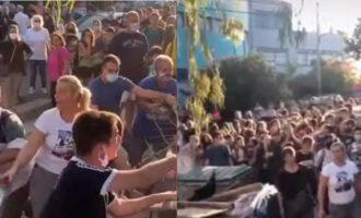 Χαμός στον Άλιμο: Γονείς προσπάθησαν να σπάσουν κατάληψη σε σχολείο (βίντεο)