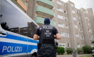 Οι Γερμανοί θα μειώσουν τον μισθό νεοναζί αστυνομικών κατά 50%