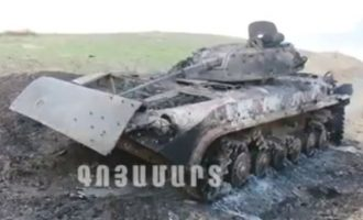 Δείτε φωτογραφίες με καμμένα αζέρικα τεθωρακισμένα και παντού νεκροί Αζέροι Τούρκοι στρατιώτες
