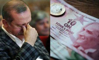 Πτώση ρεκόρ της τουρκικής λίρας – Παγιδευμένος σε φαύλο κύκλο ο Ερντογάν