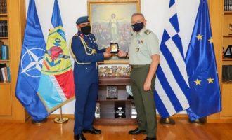 Ο στρατηγός Φλώρος δέχθηκε τον νέο Ακόλουθο Άμυνας των Εμιράτων