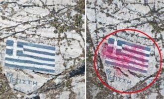 Τούρκοι έβαψαν κόκκινη την ελληνική σημαία στο Καστελλόριζο