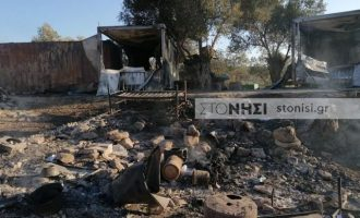 Έκαψαν τη Μόρια – 13.000 πρόσφυγες και μετανάστες σκόρπισαν στη Λέσβο