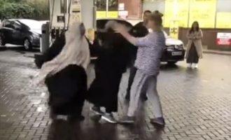 Χριστιανοί και μουσουλμάνοι πιάστηκαν στα χέρια σε βενζινάδικο λόγω μάσκας (βίντεο)