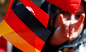 Πολιτικοί από πέντε κόμματα στηρίζουν την απαγόρευση των Γκρίζων Λύκων στη Γερμανία