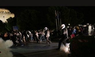 Θεσσαλονίκη: 11 προσαγωγές -η μία σύλληψη- στα επεισόδια ενάντια στα περιοριστικά μέτρα