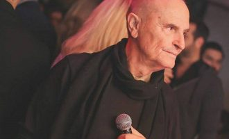 Πέθανε από κορωνοϊό ο τραγουδιστής του Elysee του Λονδίνου Χάρης Γαλανός