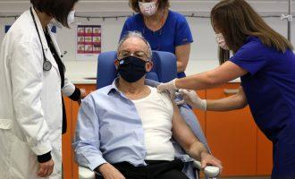 Εμβολιάστηκε ο Τασούλας: «Η επιστήμη, η συνεργασία και η λογική κέρδισαν το στοίχημα»
