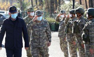 Ο Ακάρ επιθεώρησε τουρκικά στρατεύματα στα «κουρδικά σύνορα»