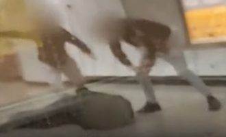 Επίθεση Μετρό: Στη Δικαιοσύνη ο ειδικός φρουρός που βοήθησε τους αλήτες