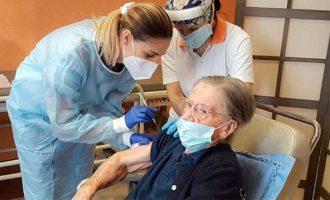 108χρονη Ιταλίδα εμβολιάστηκε λίγους μήνες μετά τη μόλυνση από κορωνοϊό