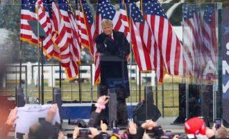 Το 51% των Αμερικανών θέλει να καταδικαστεί ο Τραμπ για υποκίνηση στάσης