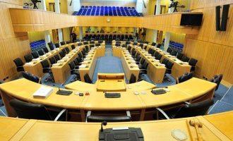 32χρονη Κύπρια καταγγέλλει πολιτικό για παρενόχληση