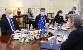 Η Ελλάδα είπε στη Γιόχανσον: Χρηματοδότηση για τους Σύρους πρόσφυγες και σε Λίβανο-Ιορδανία κι όχι μόνο στην Τουρκία