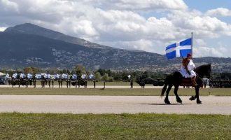 Εντυπωσιακές εικόνες από την τελική πρόβα της παρέλασης για τα 200 χρόνια της Ελληνικής Επανάστασης