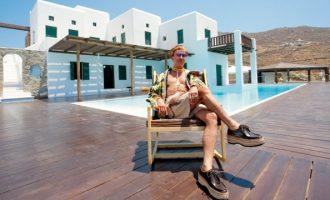 Πουλήθηκε η βίλα του Λάκη Γαβαλά στη Μύκονο για 1,9 εκατ. ευρώ
