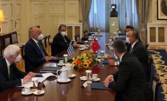 Δένδιας σε Τσαβούσογλου: Απαράδεκτο το «casus belli» και ανυπόστατη η συμφωνία Τουρκίας-Σαράτζ