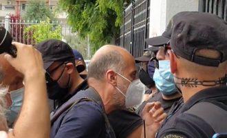 Μόνο για Τούρκους – Δεν επέτρεψαν στους Έλληνες δημοσιογράφους να εισέλθουν στο μειονοτικό σχολείο Κομοτηνής (βίντεο)