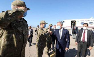 Λιβύη: Ο Ακάρ επισκέφθηκε τη βάση της Μιτίγκα περιφρονώντας απολύτως τις λιβυκές Αρχές – Στρατός κατοχής
