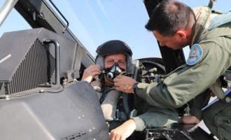 O στρατηγός Κωνσταντίνος Φλώρος πέταξε με F-16  (βίντεο)