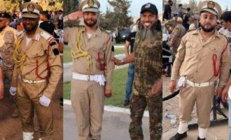 Ο Ντμπεϊμπά ντύνει τους τζιχαντιστές με στρατιωτικές στολές και τους αποκαλεί «στρατό της Λιβύης»