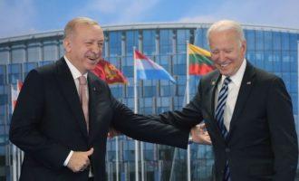 ΗΠΑ: Δεν βρέθηκε λύση για τους S-400 στη συνάντηση Μπάιντεν-Ερντογάν