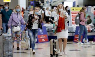 Η Τουρκία θα δέχεται Ρώσους τουρίστες που έχουν κάνει και τις δύο δόσεις ρωσικού εμβολίου