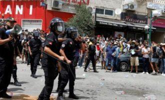 Ο πρόεδρος της Τυνησίας απέπεμψε τον πρωθυπουργό – Η χώρα στα πρόθυρα εμφυλίου