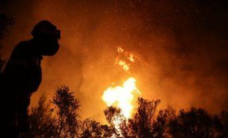«Φλέγεται» και η Φωκίδα: Κάηκαν σπίτια – Εκκενώνεται ο Τολοφώνας