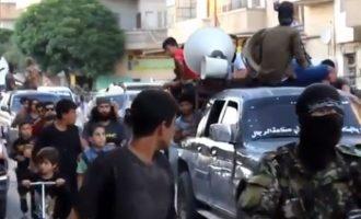 Οι τζιχαντιστές στη Συρία γιόρτασαν τη νίκη των Ταλιμπάν με πορείες και γλυκά