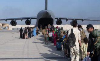 Πρέσβης ΝΑΤΟ στο Αφγανιστάν: Περάσαμε τη γραμμή μεταξύ εφικτού και ανέφικτου στους απεγκλωβισμούς