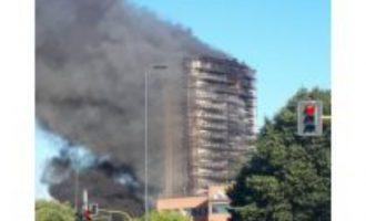 Ιταλία: Πυρκαγιά σε ουρανοξύστη του Μιλάνου