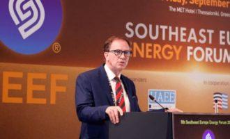 Κερτ Ντόνελι: Οι ΗΠΑ είναι έτοιμες να βοηθήσουν την Ελλάδα να κόψει το σχοινί με τη Gazprom