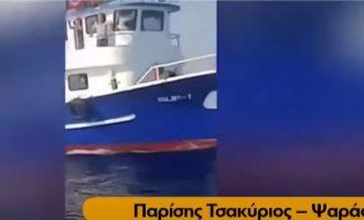 Τούρκος ψαράς απείλησε Έλληνα ψαρά ότι θα του κόψει τον λαιμό (βίντεο)